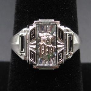 Size 7 10K White Gold 2013 L + C Personal Ring